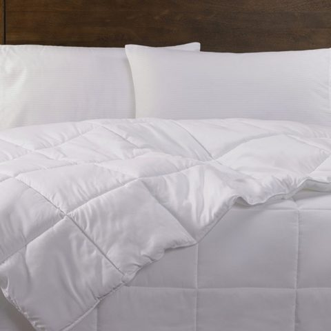 OMG, did you stain the hotel room bed sheet? Here is what you should do next…